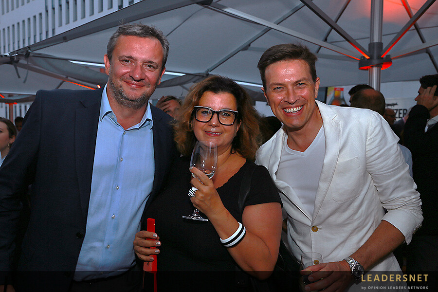 #DIF19 Opening Party